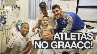 ATLETAS DO SANTOS VISITAM GRAACC!