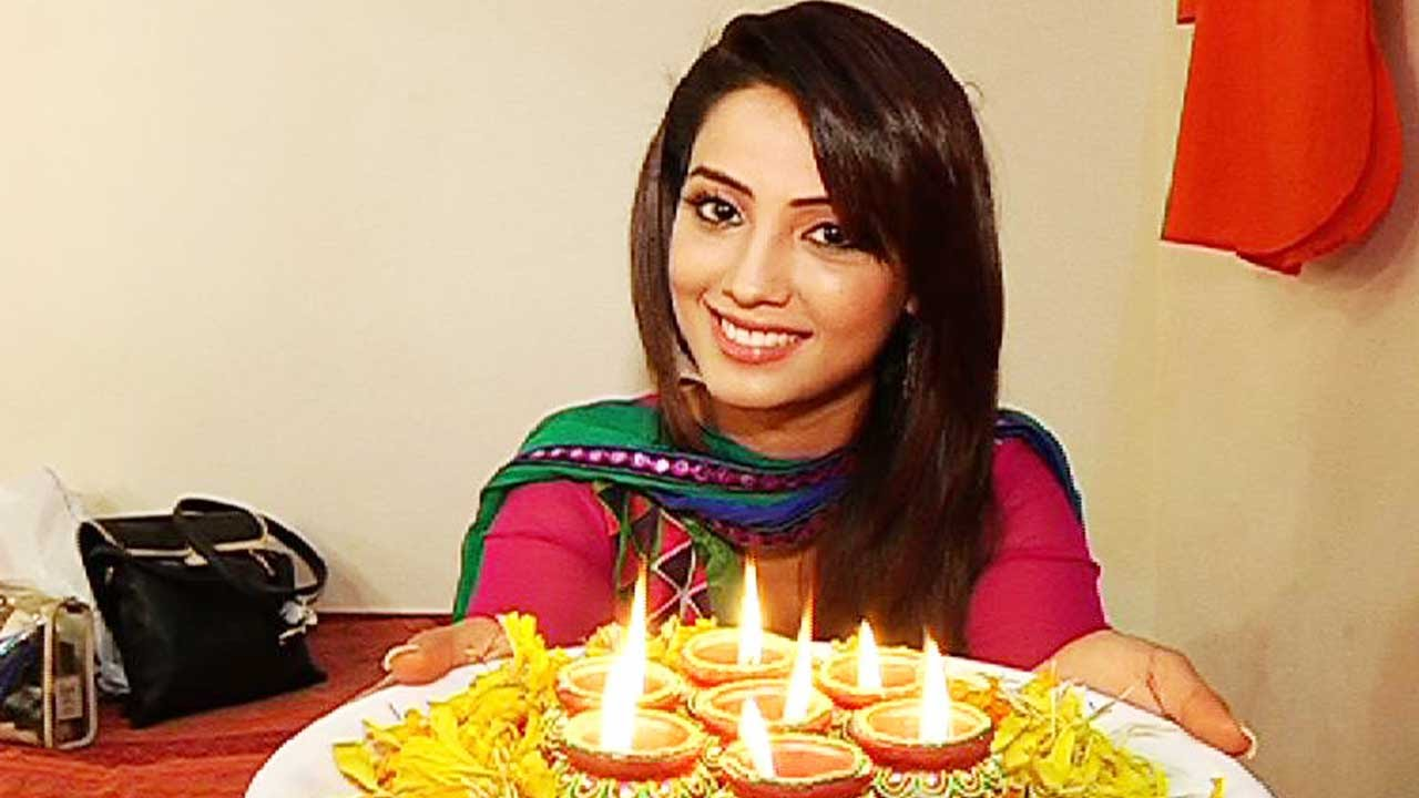 Adaa Khan Decorated Her Make-up Room For Diwali!