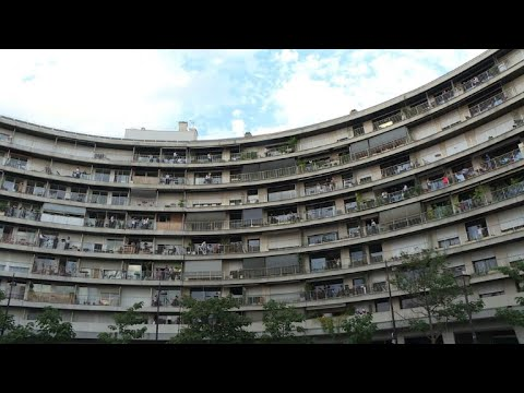 Paris Chamber Orchestra performs from apartment balconies