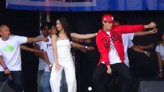 Repeat youtube video More of Enrique Gil and Julia Barretto at the 'Barrio Fiesta Sa London 2014' (Original Footage)