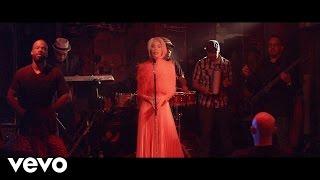 Смотреть клип Ivy Queen - Sola