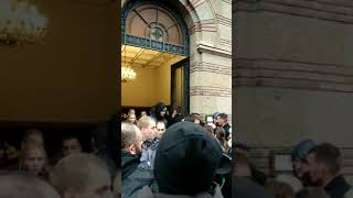 Šabanovi prijatelji ulaze u kapelu da izjave saučešće - 22.02.2019.