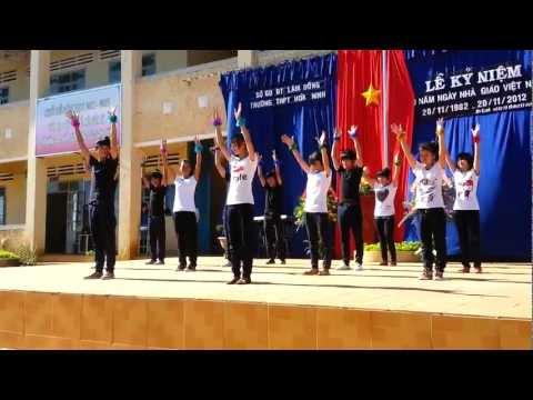 Nhảy dân vũ lớp 12a3.mp4
