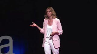 ¿Por qué nos cuesta mirarnos al espejo? | Andrea Vilallonga | TEDxTarragona