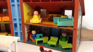 Vintage Fisher Price Dollhouse 952 & Sesame Street Little People