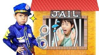 경찰놀이! 말 안 듣는 사람 감옥 가요! POLICE KID Pretend Play and Mashu go to Jail toy like Vlad and Nikita