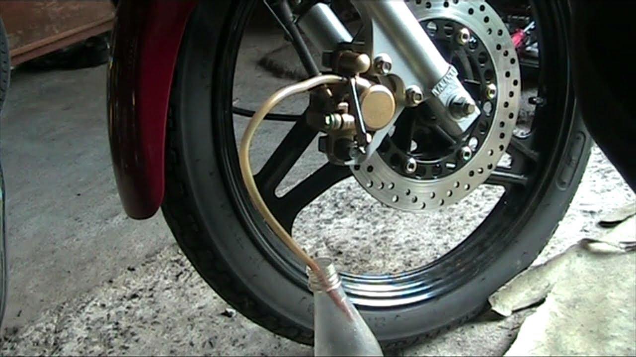 Как Заменить Тормозные Колодки на Мотоцикле. Перед и Зад.