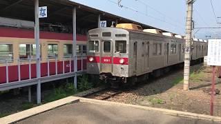 長野電鉄の8500系電車と、ながでん電車の広場(小布施駅)