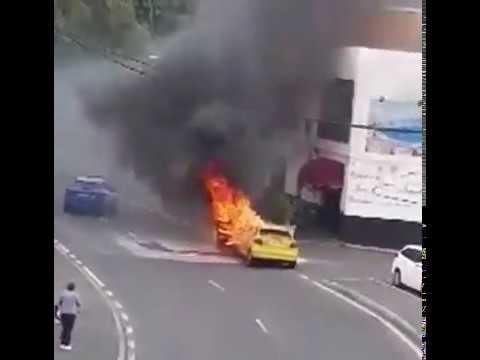 El incendio de un coche altera la calma del confinamiento en La Camella (Arona)