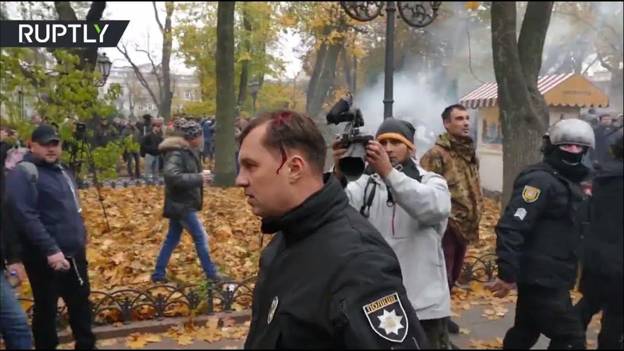 Беспорядки у Городского сада в Одессе. Ранены 10 полицейских