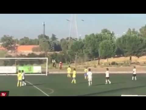 Видео: Роналду подавал мячи на матче своего сына