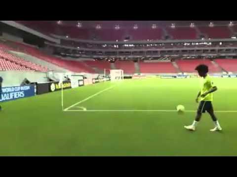 Willian e David Luiz levam a torcida à loucura na Arena Pernambuco