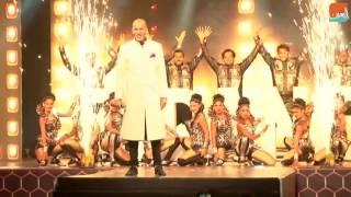 بالفيديو.. زين الدين زيدان عارضا للأزياء في الهند