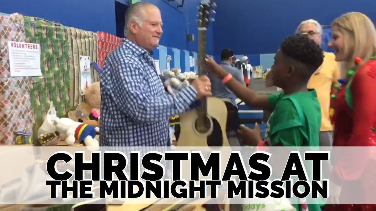 Norm giving out guitars on Christmas morning at The Midnight Mission 2018
