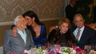 Catherine Zeta-Jones celebra los 101 años de Kirk Douglas