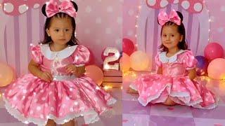 Kimberly Flores le toma fotos de 2 años a su hija Gianna