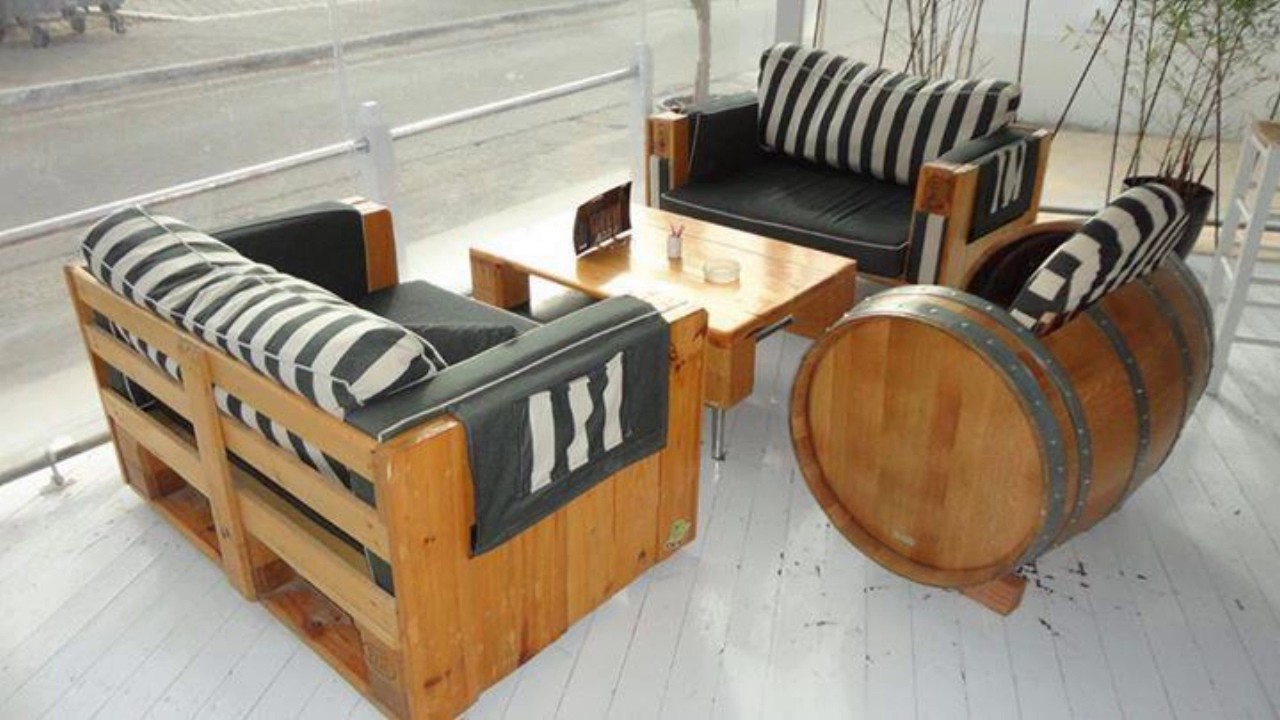 sofa de pallet auto luxo 9 modelos decorarmoveiscaseiros tutorial passoapassonadescricao. Black Bedroom Furniture Sets. Home Design Ideas
