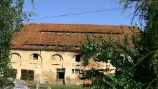 Zniszczone budynki gospodarcze - Dolny Śląsk