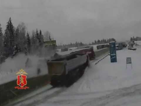 ДТП в районе Кускуна, два грузовых автомобиля, водитель погиб (Красноярский край, 2 декабря 2015)