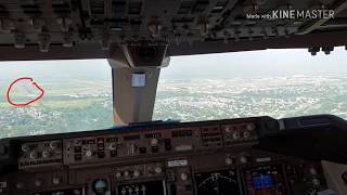 747 flying offset approach to runway 22L in JFK  Kennedy airport