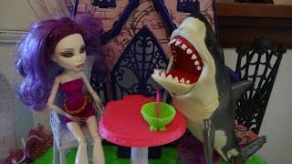 catacombs attacked by sharknado monster high great white shark attack