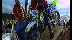 Weltpremiere: Bungy-Motorradsprung