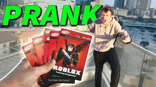 PRANKING BEST FRIEND with FAKE ROBUX GIFT CARDS (Roblox IRL)