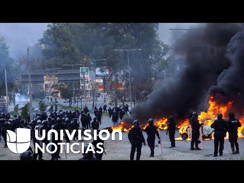 Violentos enfrentamientos entre policías y maestros