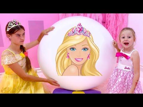 Настя и Стейси открывают яйца с сюрпризами от принцесс