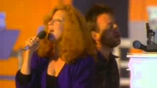 Bette Midler - Under The Boardwalk (music video)