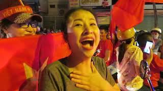 Thắng Jordan Việt Nam vào Tứ kết Asian Cup 2019 cổ động viên Sài Gòn đổ ra đường ăn mừng chiến thắng