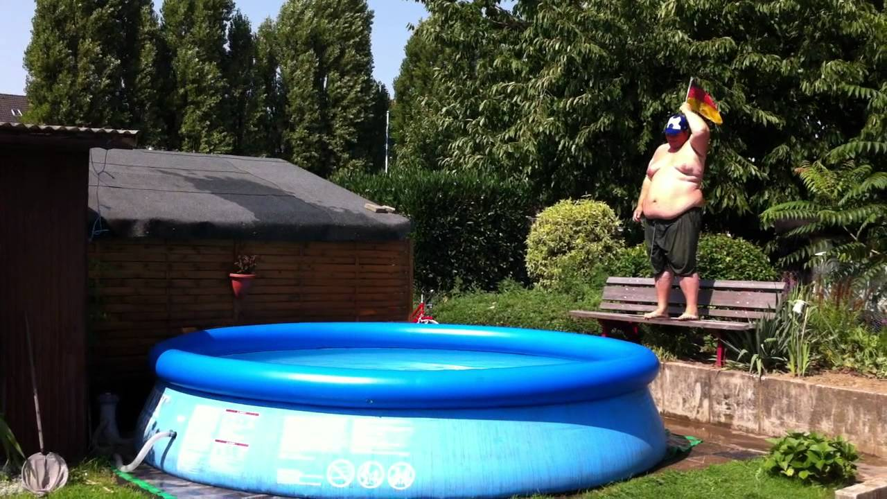 Intex garten pool sprung von bank olympia 2012 youtube for Garten pool intex