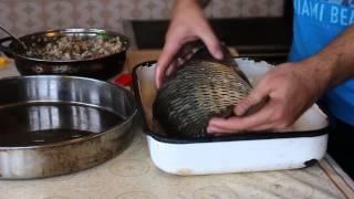 Фаршированный карп.  Болгарский рецепт фаршированной рыбы(Рецепт этого рыбного блюда из болгарской кухни, фаршированного карпа, очень вкусный и легкий. Приготовле..., 2014-12-07T09:38:09.000Z)