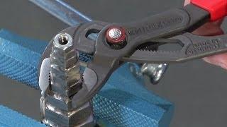KNIPEX Werkstatt-TV: Die KNIPEX Cobra® QuickSet(Die Cobra® QuickSet vereint alle bewährten Eigenschaften der KNIPEX Cobra® mit einer zusätzlichen Schiebefunktion, die das Arbeiten in sehr engen und ..., 2014-03-24T09:27:19.000Z)