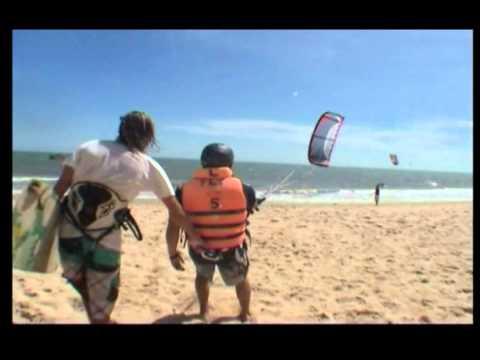 Kitesurf in Vietnam's Surf Central Mui Ne