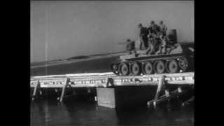 Форсирование Днепра 1943 г.(1-й Украинский фронт, октябрь 1943 г. Группа бойцов переправляется на понтонной лодке через Днепр. Артиллерийс..., 2013-06-26T14:43:15.000Z)