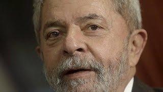 الشرطة البرازيلية تداهم منزل الرئيس السابق لولا داسيلفا وتقتاده لاستجوابه