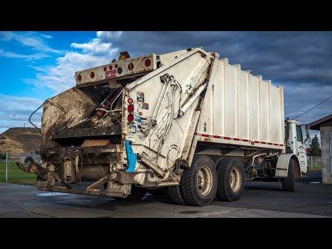 Garbage mans bad day - huge garbage truck failKaynak: YouTube · Süre: 2 dakika29 saniye