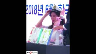 SNSD Seohyun Fansign 11052018 - Scentence - When she put on the hat, reminds me of Genie Era - Stafaband