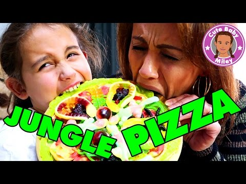 EKLIGE Jungle Pizza mit SPINNEN SCHLANGEN AUGEN - Gummy vs. Real Food | CuteBabyMiley