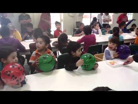 Divaz Agency en un orfanato festejando el día del niño
