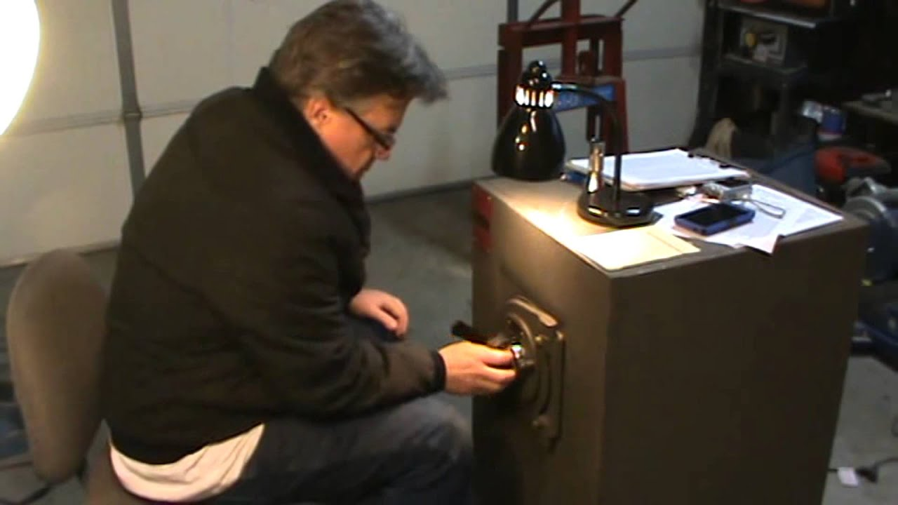 Cracking A Mosler Round Door Safe Youtube