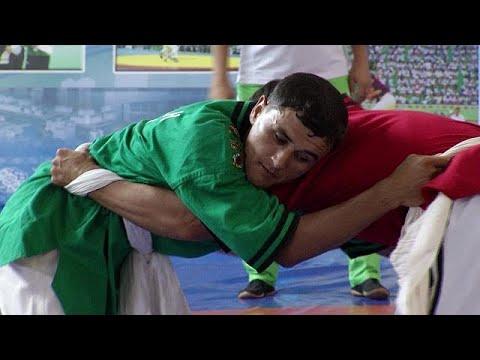 La lutte à la ceinture goresh, tradition du Turkménistan
