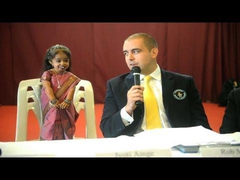 La plus petite femme du monde est une Indienne de 62,8 cmde YouTube · Durée:  30 secondes