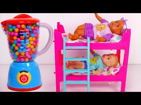 Baby Doll Bunk Beds Playset!! Babies Eating Candy! LEARN COLORS