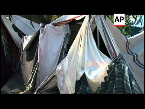 Large numbers of Haitians leave camps set up after quake