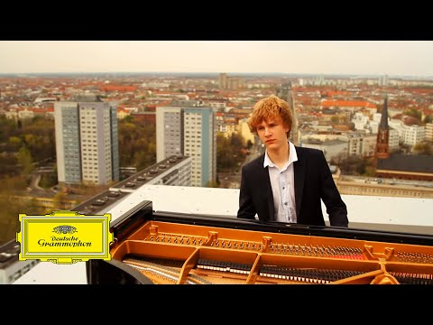 Jan Lisiecki - Mozart: Piano Concerto No. 21, 2. Andante (Official Video)