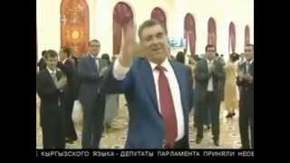 +18 пьяный  Танец Эмомали Рахмона 2013(Свадьба сына президента Таджикистана