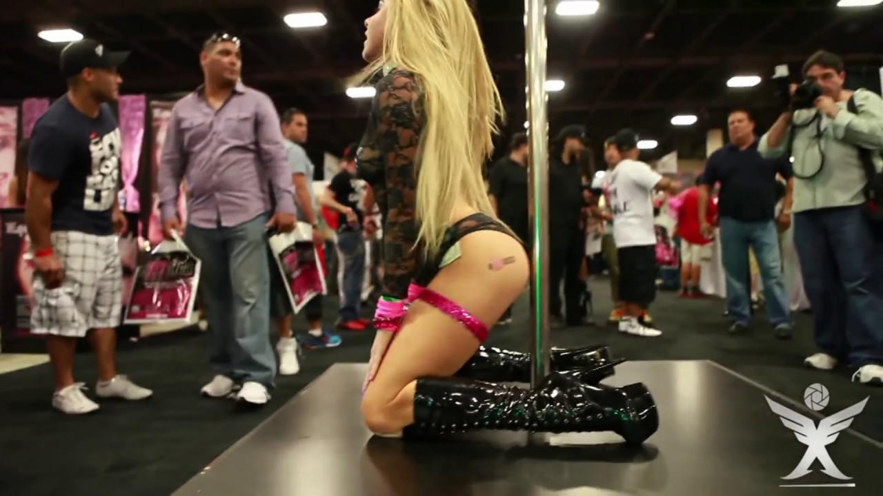 Porn Convention Pics 71