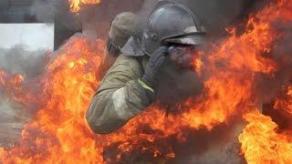 8 пожарных погибло при тушении пожара на складе пластиковых изделий в Москве по улице Амурская 1, к9